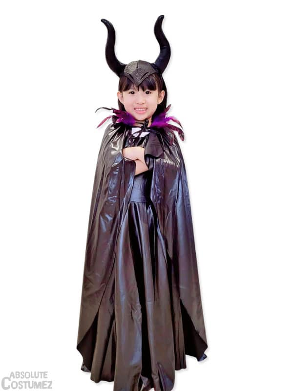 Maleficent is the vilain must have costume for girl 5 to 16 years old.